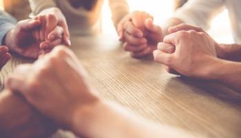 5 benefícios da comunhão entre irmãos na fé