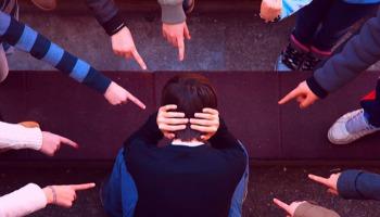 Como um cristão deve reagir ao bullying?