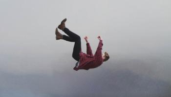 Onde está na Bíblia: O cair é do homem o levantar é de Deus?