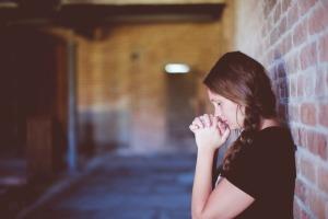 O que a Bíblia diz sobre orar pelos enfermos?