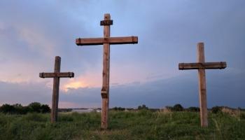 O que significa INRI? Era isso que estava escrito na cruz?