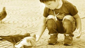 Qual o significado da parábola dos meninos na praça?